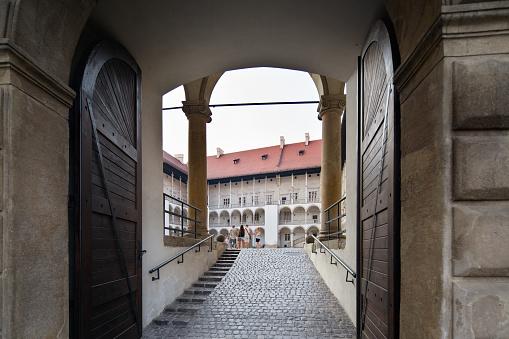 Poland Krakow Wawel Castles Gate - Fotografie stock e altre immagini di Ambientazione esterna