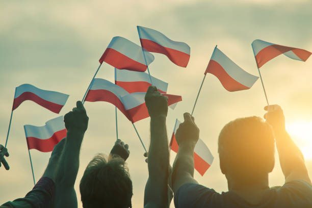 polens patrioten, rückansicht. - bester nagellack stock-fotos und bilder