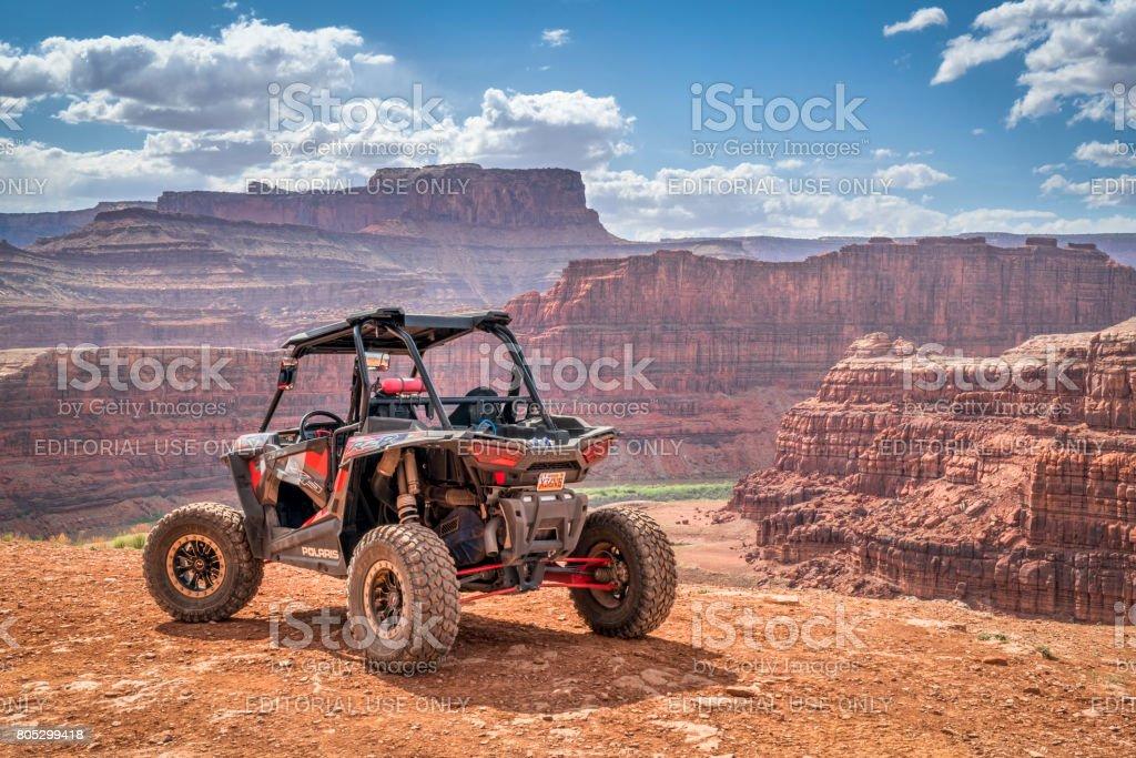 Polaris RZR ATV op kip hoek 4WD trail in de buurt van Moab - Royalty-free 4x4 Stockfoto