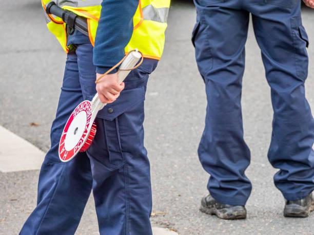 Polizei bei Verkehrskontrolle in Deutschland – Foto