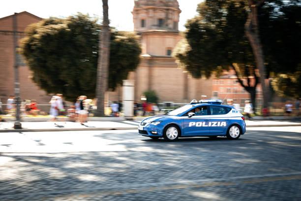 Polizei Auto Schwenken durch die Straßen von Rom – Foto