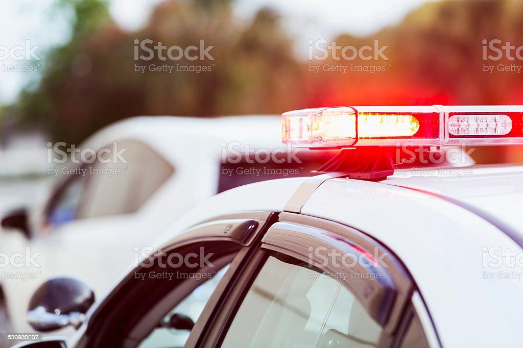 Auto della polizia con luci lampeggianti che il traffico arresto - foto stock