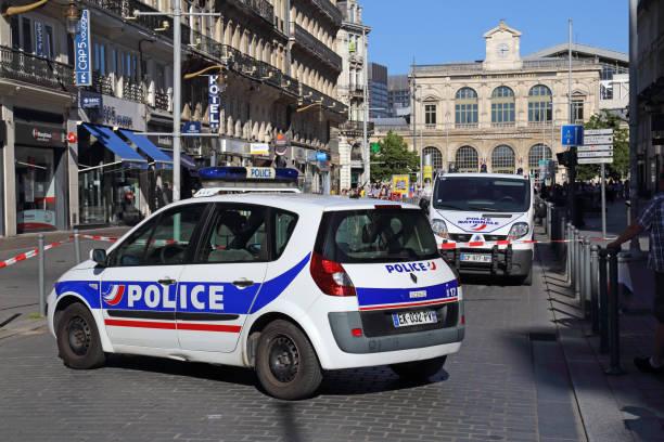 Polizeiautos, die Sperrung der Straße in Lille, Frankreich – Foto