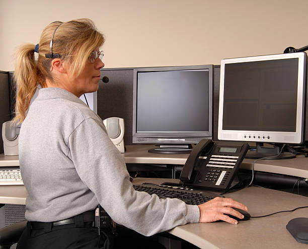 police dispatcher working at console - first responders stok fotoğraflar ve resimler