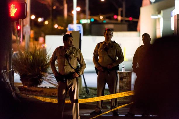 Police garde l'emplacement de la Route 91 fête de la moisson à Las Vegas, NV - Photo