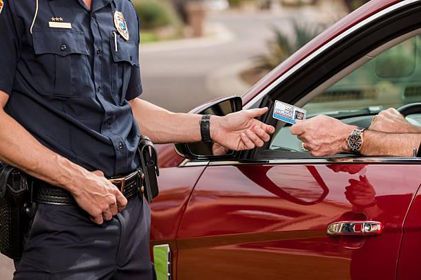 Polizei:  Zulassung und Registrierung bitte – Foto