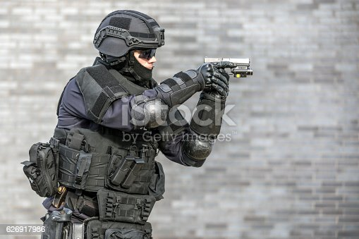 istock SWAT Police Officer Against Brick Wall 626917986