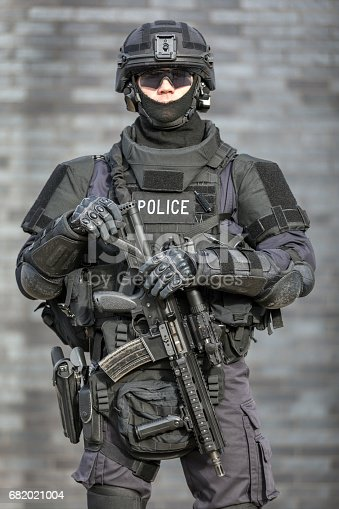istock SWAT Police Officer Against Brick Wall 682021004