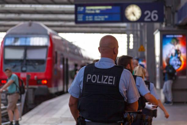 poliser i münchens central station - munich train station bildbanksfoton och bilder