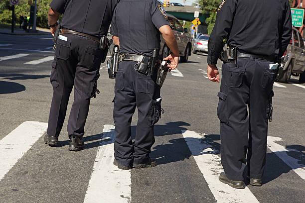 NYPD police officers patrol the Atlantic Antic street fair Brooklyn – Foto