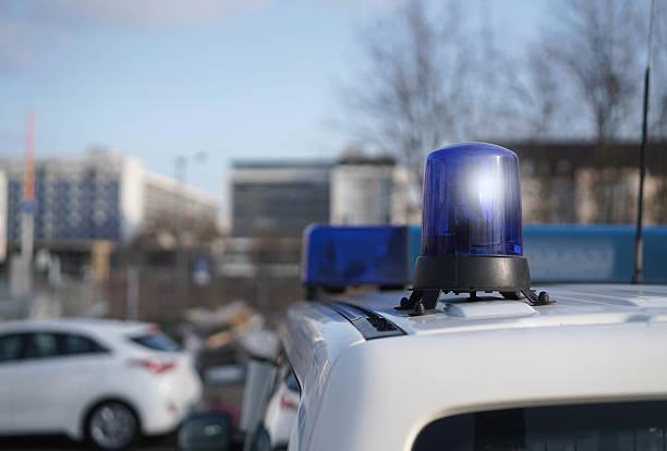 Polizei Polizeiauto am Straßenrand während eines Polizeieinsatzes ambush stock pictures, royalty-free photos & images