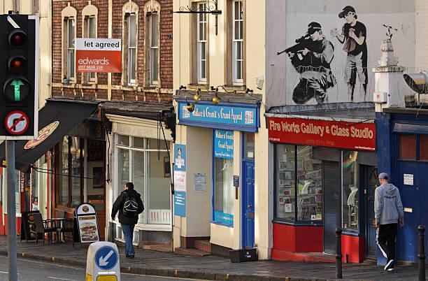 Polizia CECCHINO fa obiettivo come raffigurato di Banksy a Bristol - foto stock
