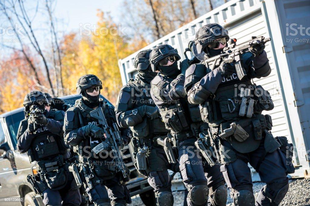Polizei Swatteam Bei Der Arbeit Stock-Fotografie und mehr Bilder von ...