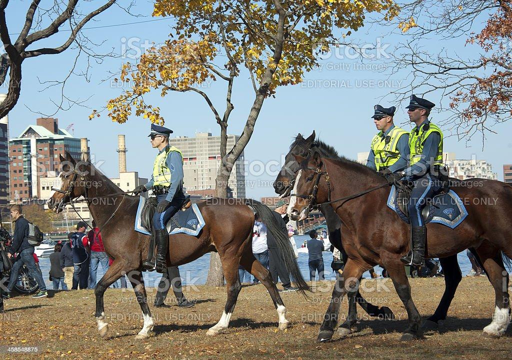 Policía con rowds en desfile de Red Sox championships - foto de stock
