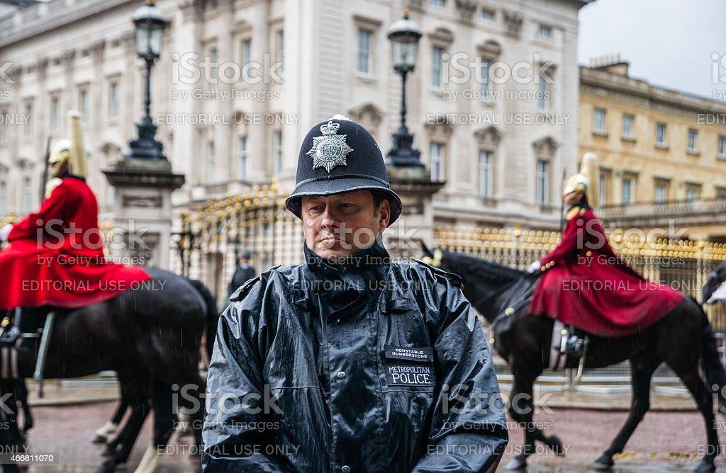 Polizisten guards im März in Queen's offiziellen Geburtstag parade. – Foto