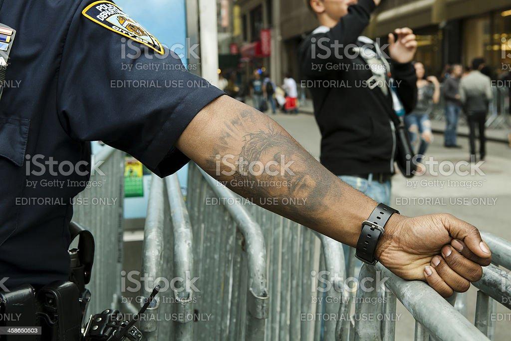 Photo Libre De Droit De Policier Avec Jesus Christ Tatouage Ville De