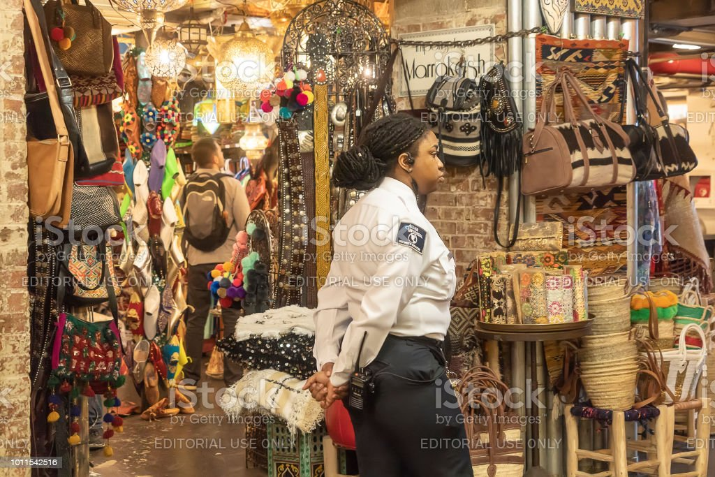 Chelsea Market New York City Usa 14 May 2018 Policewoman In