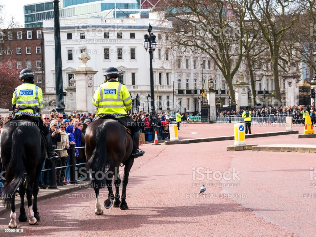 LONDON policewoman on horseback at Buckingham Palace stock photo
