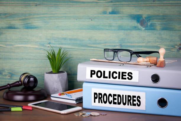 richtlinien und verfahren. erfolgreiche wirtschaft, recht und gewinn hintergrund - strategie stock-fotos und bilder