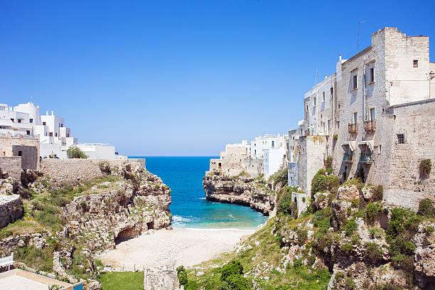 Polignano un mare, en el sur de Italia - foto de stock