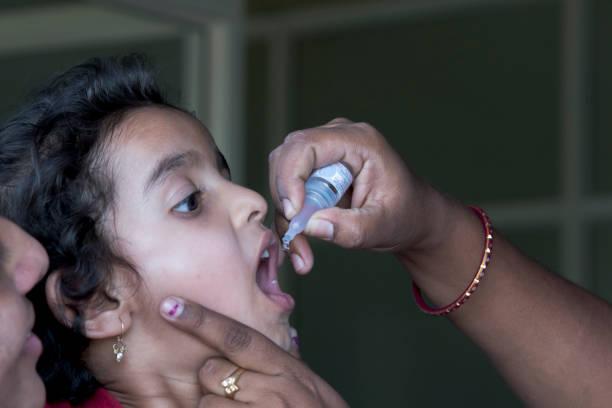 polio vaccine in india - flu shot zdjęcia i obrazy z banku zdjęć