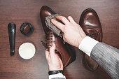 レザーの靴磨き