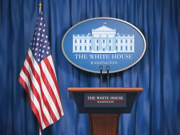 白宮的政治和美國總統美國的概念。 演講嘉賓論壇與美國國旗和白宮標誌 - white house 個照片及圖片檔
