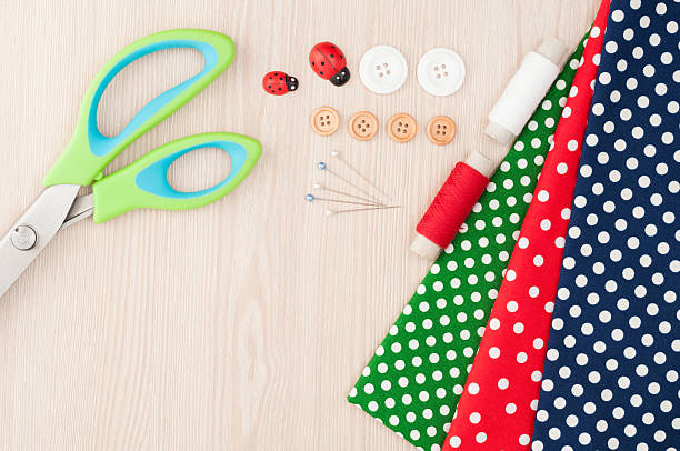 polka dot fabric for sewing and accessories for needlework. spoo - nähkits stock-fotos und bilder