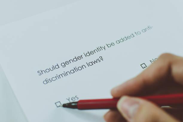umfrage: geschlecht hinzugefügt werden anti-diskriminierungs-gesetze? - antidiscrimination stock-fotos und bilder