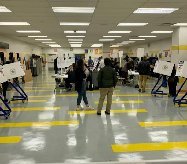 lokal wyborczy podczas wyborów prezydenckich w 2020 r. - joe biden zdjęcia i obrazy z banku zdjęć