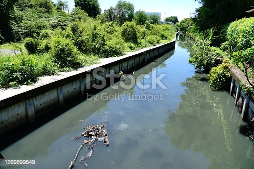 Household wastewater causes water pollution in large cities.