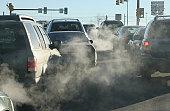 汚染雲の排気ガスの上昇を満喫