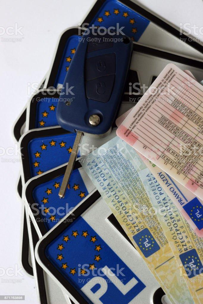 Polskie prawo jazdy, tablice rejesatrcyjne, dokumenty samochodu (dowód rejestracyjny) i kluczyki od samochodu stock photo