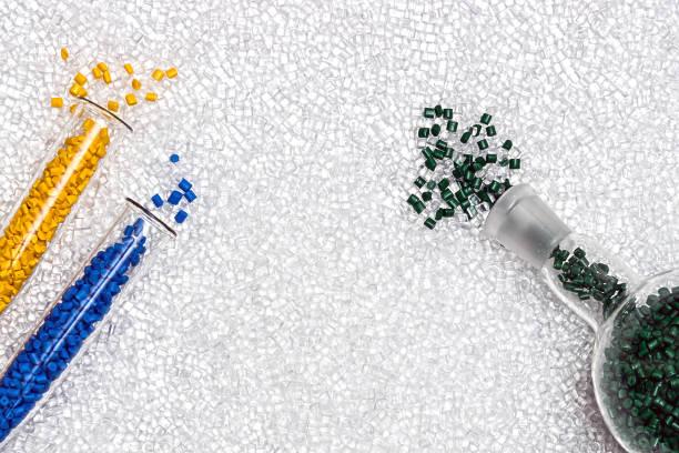 polymer-granulat. kunststoff-pellets. farbmittel für kunststoffe. pigment. - polypropylen stock-fotos und bilder