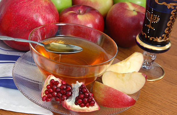 pomegranate, apples and honey - rosh hashanah 個照片及圖片檔