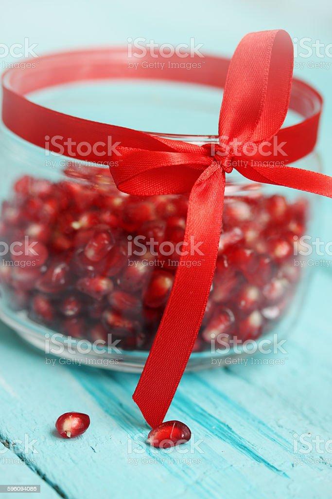 Pomegranate berries in a glass jar Lizenzfreies stock-foto