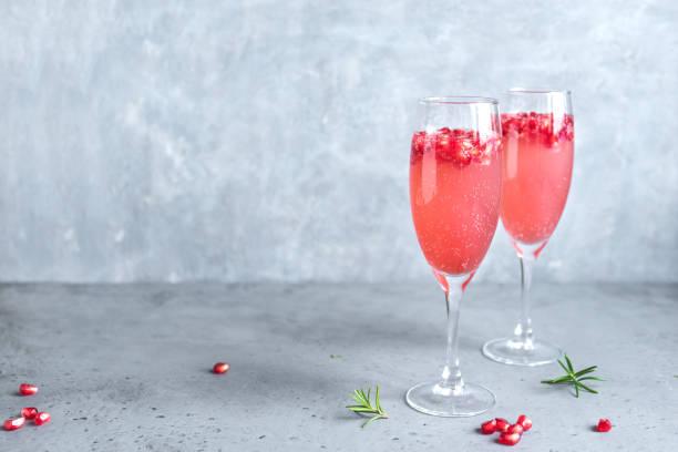 granada mimosa coctel - arándano rojo fruta baya fotografías e imágenes de stock