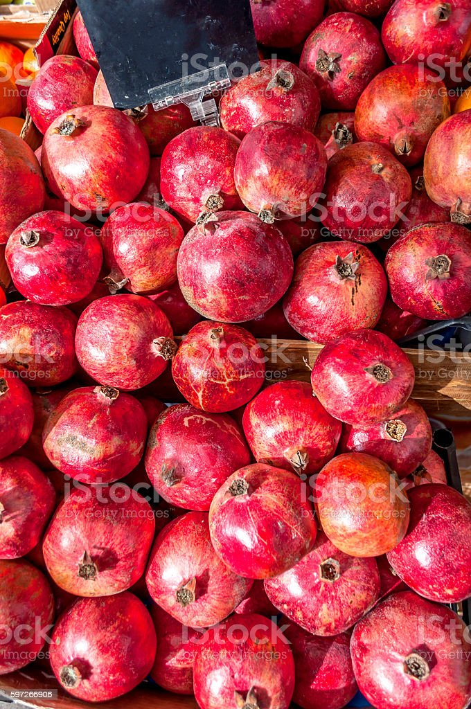 Pomegranates à l'épicerie the Market photo libre de droits