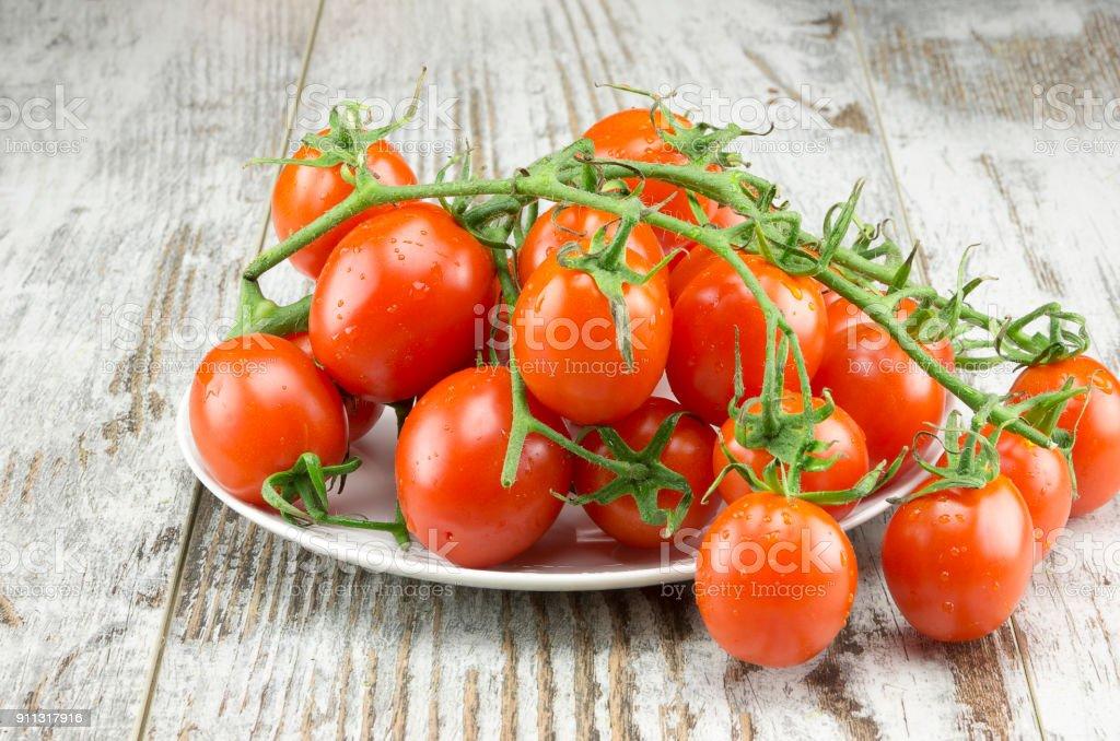'Pomodori ciliegini' on the table - foto stock