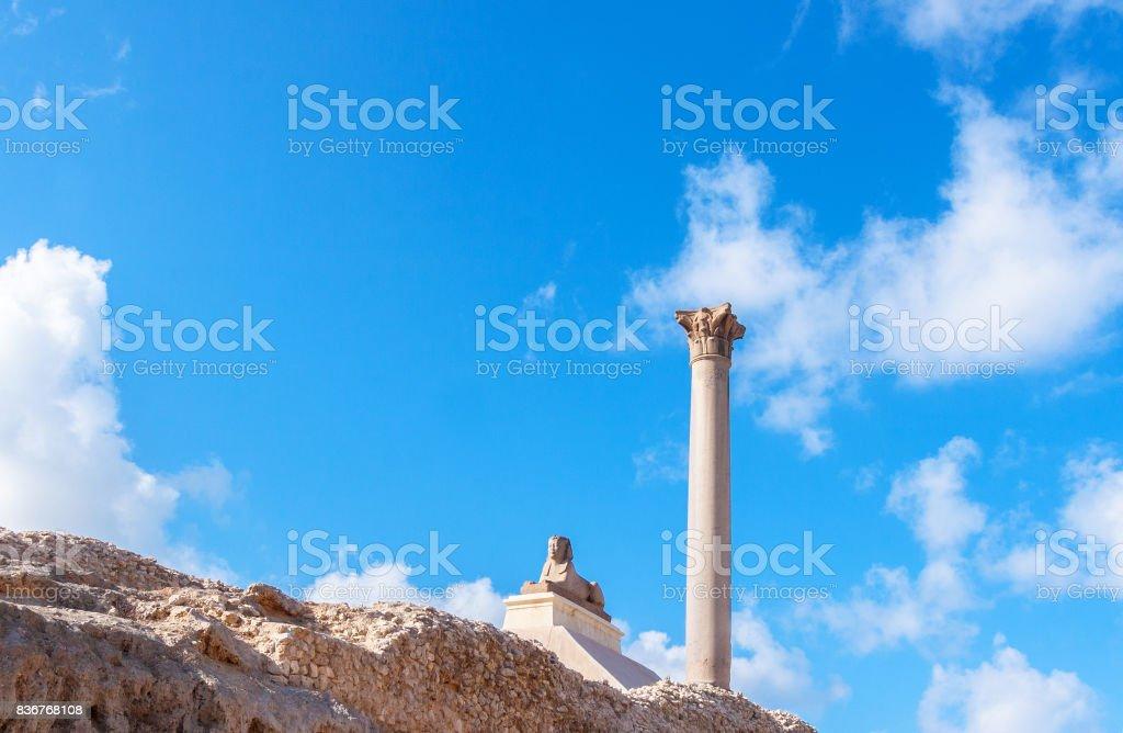 Pilar de Pompeu e Esfinge antiga - foto de acervo