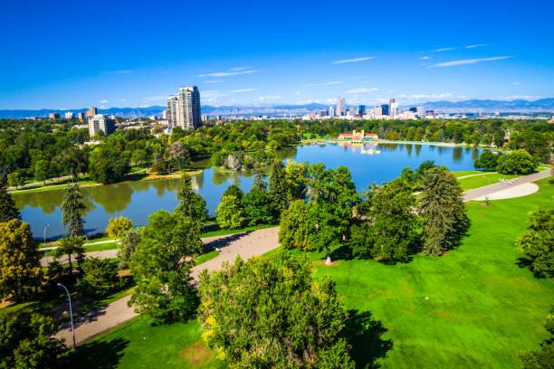 Teich-Reflexionen Grünfläche über Stadtpark in Denver Colorado USA – Foto