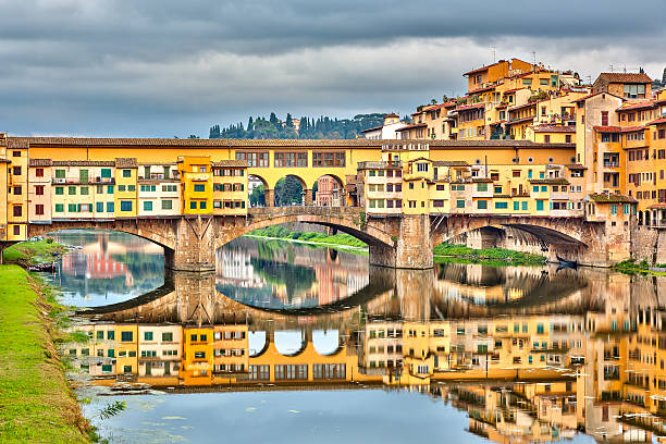 pone vecchio in florence - pone stock photos and pictures
