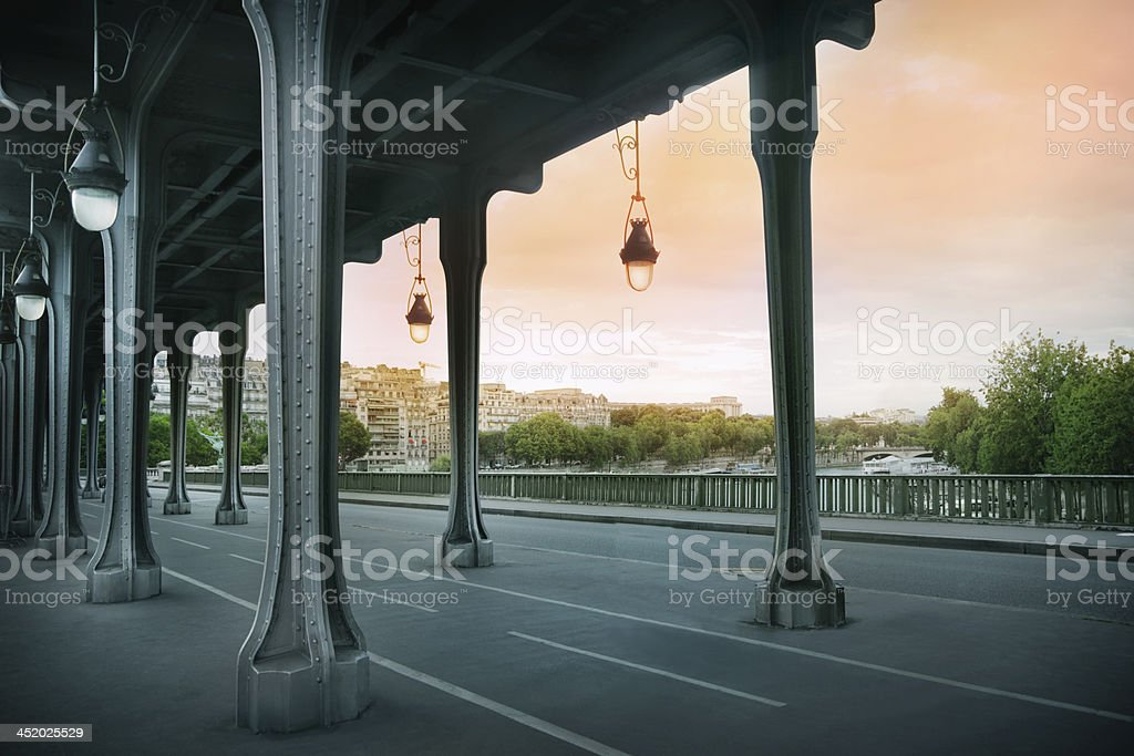 Pont de Bir-Hakeim bridge - Photo