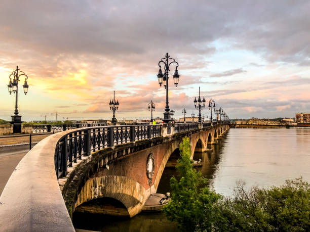 Pont de Pierre, old and famous bridge in Bordeaux Pont de Pierre, old and famous bridge in Bordeaux. The first bridge over Garonne river bordeaux stock pictures, royalty-free photos & images