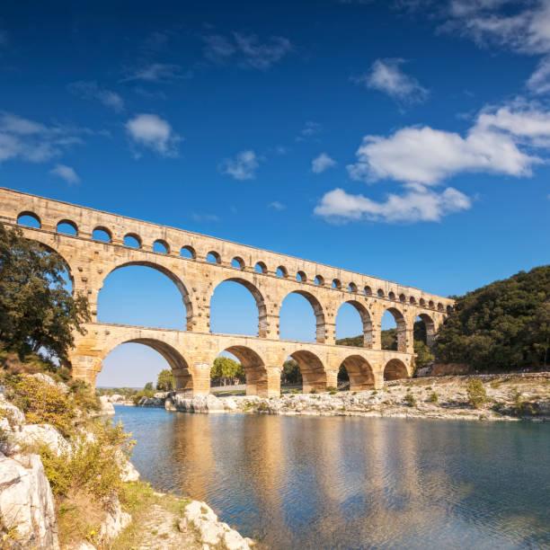 pont du gard, frankrijk - pont du gard stockfoto's en -beelden