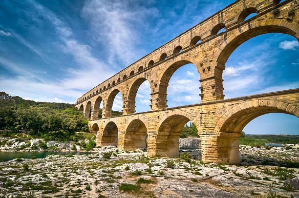 pont du gard, provence, france - pont du gard stockfoto's en -beelden