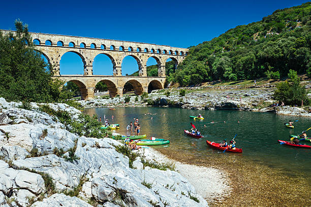 pont du gard, provence france - pont du gard stockfoto's en -beelden