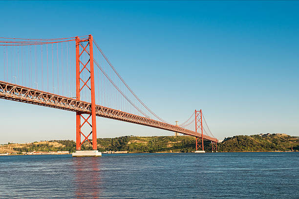ponte 25 de abril ponte em lisboa - fotos de cristo rei lisboa imagens e fotografias de stock