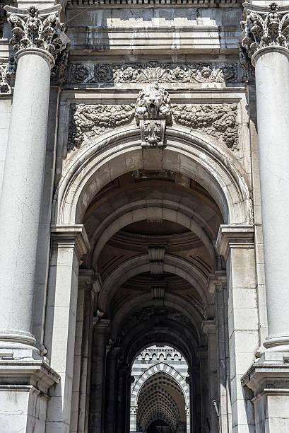ponte monumentale in via xx settembre. genova. liguria, italy. - pont gênes photos et images de collection