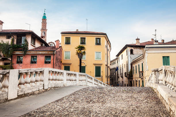 ponte san michele in vicenza, veneto, italien - vicenza stock-fotos und bilder